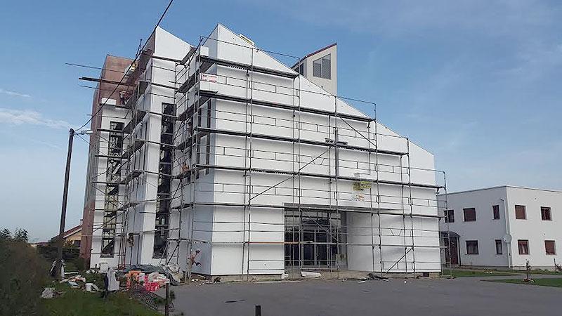 Nastavljaju se radovi na fasadi Župne crkve sv. Leopolda Mandića u Virovitici